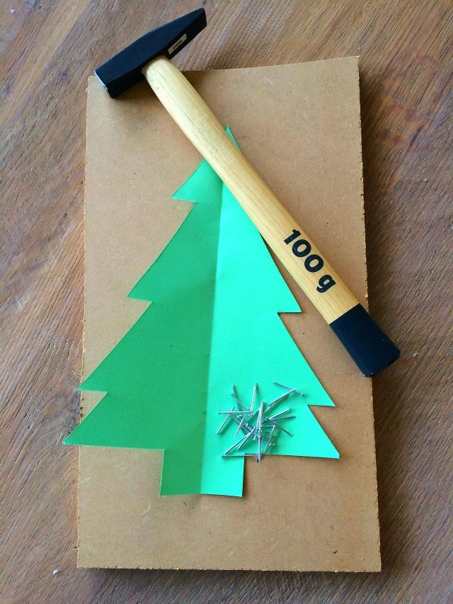 kerstboom van spijkers
