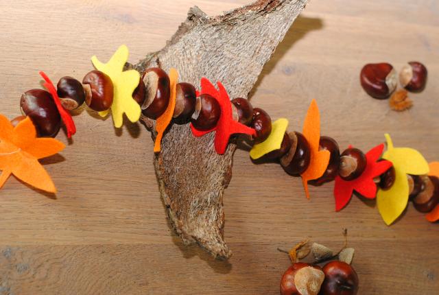 DIY; kastanje slinger met vilten bladeren