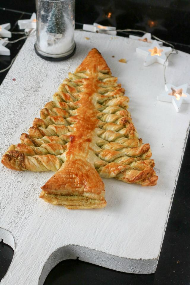Recept; kerstboom van bladerdeeg met pesto