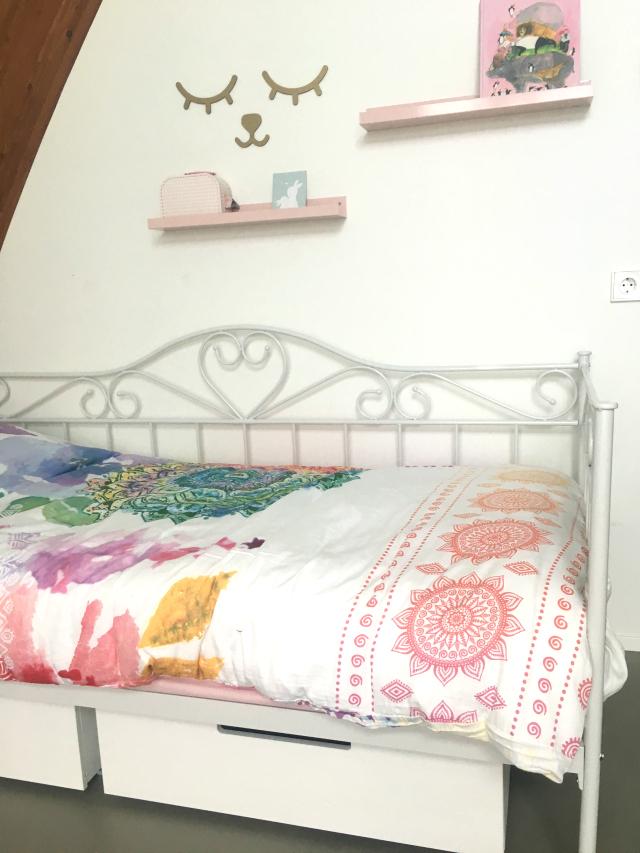 Van ledikant naar bed met een dekbedovertrek voor een meisje
