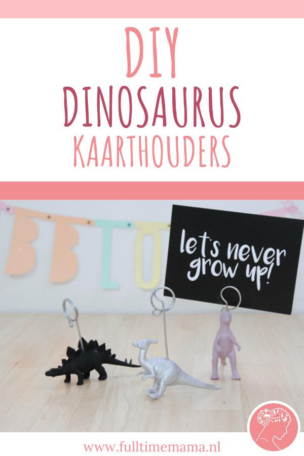Onze kleine man vindt Dino's nog steeds onwijs gaaf. Dus ik ging maar weer eens aan de slag en maakte een stoere dinosaurus kaarthouder. Of eigenlijk drie!