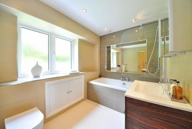 Wist je dat er speciale middelen zijn die jou (en je gezin) helpen om je tijd in de badkamer te verminderen? Deze spiegels bijvoorbeeld!