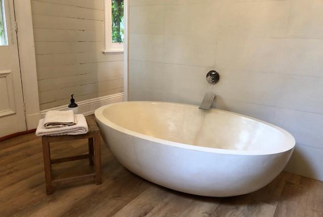 Wil jij graag een luxe badkamer qua uitstraling? Als je je badkamer gaat verbouwen, hebben wij drie tips voor je om die luxe look te creëren in je badkamer!