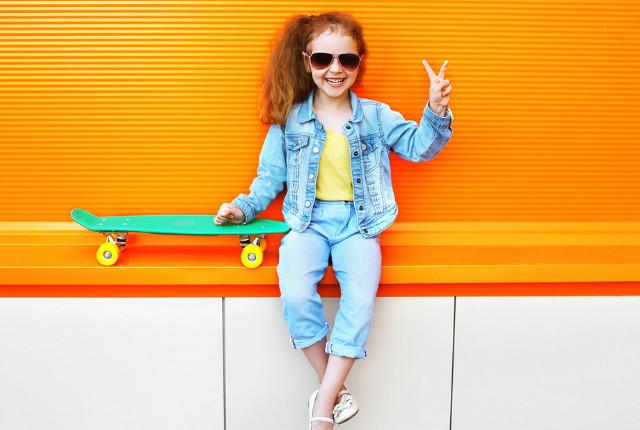 Ben jij benieuwd welke kinderkledingtrends deze zomer er zijn? Welke trends zien we op het gebied van kleuren, stof en model? Lees het hier!