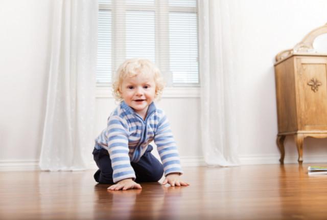 Wat is nou een kindvriendelijke vloer? Nou, je bent op de juiste plek beland, want ik ga je precies vertellen welke vloer kidsproof is.